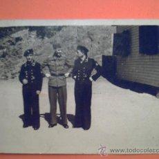 Militaria: SEGUNDA GUERRA MUNDIAL - FOTO MILITAR DOS MARINOS Y UN AVIADOR.. Lote 36841576