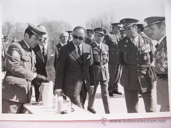 Militaria: FOTO GENERAL, POLICIA ARMADA Y MILITARES , UNO EX DIVISION AZUL CON CRUZ DE HIERRO . ANTIDISTURBIOS - Foto 2 - 36741387