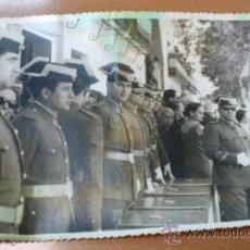 Militaria: FOTOGRAFIA CABOS GUARDIA CIVIL UNIFORME Y TRICORNIO GALA, 28-6-67 EN TOCINA. Lote 36744820