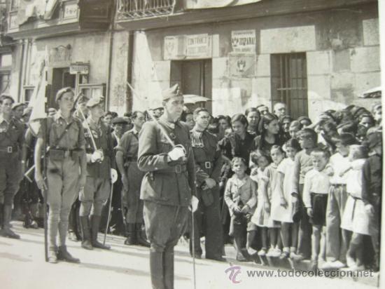 Militaria: 4 FOTOGRAFIAS DE LA CELEBRACION EN VITORIA DEL ALZAMIENTO NACIONAL 1938 - GUERRA CIVIL - PAIS VASCO - Foto 10 - 36753624