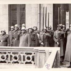 Militaria: FOTO MILITAR FOTOGRAFÍA CRUZ ROJA, BARCELONA, AÑOS 50. Lote 37073703