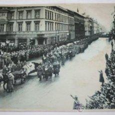 Militaria: FOTOGRAFIA EN PAPEL RECIO GRIS DE LA II GUERRA MUNDIAL - ENTIERRO DE ERWIN ROMMEL. Lote 37082360