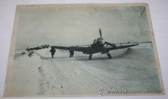 FOTOGRAFIA EN PAPEL RECIO GRIS DE LA II GUERRA MUNDIAL - SOLDADOS Y AVIONES EN LA NIEVE (Militar - Fotografía Militar - II Guerra Mundial)