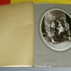 Militaria: FOTO CAPITAN CONDECORADO Y SU FAMILIA , EPOCA ALFONSINA, FOTO NIETO, MADRID. Lote 37128189