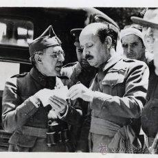 Militaria: ALFONSO. EL GENERAL RIQUELME CON EL MINISTRO DE GUERRA EN EL FRENTE DE MADRID. 1936. VINTAGE GUERRA . Lote 37343859