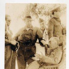 Militaria: PIORTIZ. EL GENERAL RIQUELME CONVERSA CON PERIODISTAS ENTRE ELLOS EL FOTOGRAFO DIAZ CASARIEGO. 1936.. Lote 37343998