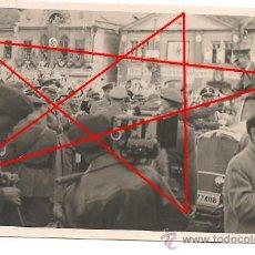 Militaria: HITLER EN UN DESFILE DE LOS AÑOS 30/40. FOTO ORIGINAL EN PAPEL AGFA BROVIRA DE LA ÉPOCA.. 6,5 X 10,5. Lote 37819432