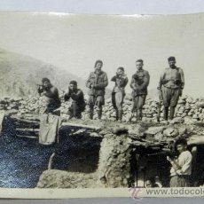 Militaria: ANTIGUA FOTOGRAFIA DE LA GUERRA DEL RIF, REGULARES Y TROPAS INDIGENAS EN UN BLOCAO, MIDE 8,5 X 6 CMS. Lote 38796925