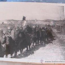 Militaria: FOTOGRAFIA ORIGINAL DE LA GUERRA CIVIL ,TROPAS ITALIANAS HACIA BARCELONA AÑO 1939. Lote 23594878