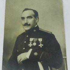Militaria: FOTOGRAFIA DE COMANDANTE DE ARTILLERIA, CON SUS MEDALLAS, EPOCA DE ALFONSO XIII, MIDE 23 X 17 CMS. A. Lote 39038392