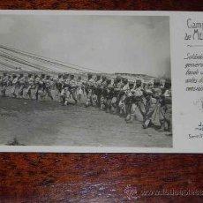 Militaria: ANTIGUA FOTO POSTAL DE LA CAMPAÑA DE MELILLA, SOLDADOS DE INGENIEROS SUJETANDO UN GLOBO ANTES DE LA . Lote 39094361