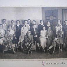 Militaria: PAMPLONA,JUNIO DE 1937,CRUZ CON LAS SIGLAS (G M),COMANDANTE Y FALANGISTA,PERSONAS CON BRAZALETE G M. Lote 39312905