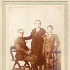 Militaria: FOTOGRAFIA DE MILITAR Y FAMILIA-MONTIJO - BADAJOZ 1934. Lote 39226598