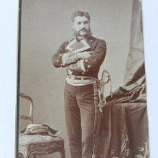 Militaria: ANTIGUA FOTOGRAFIA ALBUMINA DE TENIENTE DE NAVIO, MARINA, ARMADA, SIGLO XIX, CON BICORNIO, FOTO M. A. Lote 39471837