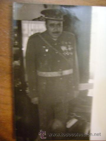 FOTOGRAFÍA MILITAR. ÁFRICA. LEGIONARIO CON MEDALLAS EN GUERRERA. C1959 (Militar - Fotografía Militar - Otros)