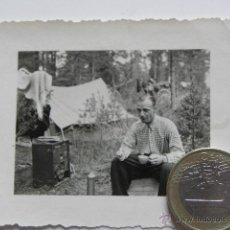 Militaria: FOTOGRAFIA SEGUNDA GUERRA MUNDIAL - SOLDADO DESAYUNANDO 1942. Lote 39913419