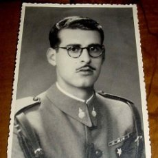 Militaria: ANTIGUA FOTO POSTAL DE OFICIAL ESPAÑOL EN UNIFORME MILITAR - FOTO INTURRA - SIN CIRCULAR. Lote 38242564
