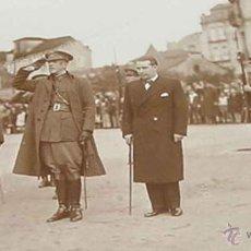 Militaria: ANTIGUA FOTOGRAFIA DE ALMIRANTE JEFE DE LA ARMADA Y GENERAL EN VIGO 1934 REPUBLICA - POSANDO JUNTO A. Lote 38255463