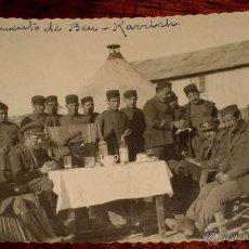 Militaria: ANTIGUA FOTO POSTAL DE TROPAS ESPAÑOLAS EN EL CAMPAMENTO DE BEN KARRICH - XAUEN - RIF - ESCRITA POR . Lote 38258212