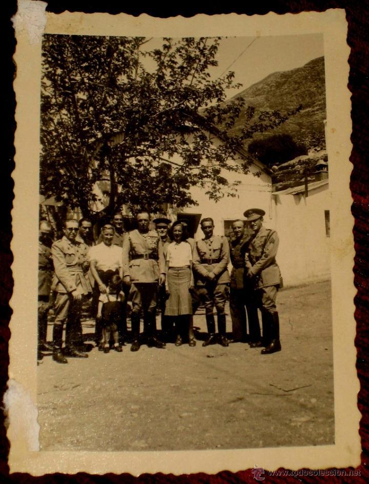 ANTIGUO FOTOGRAFIA DE OFICIALES ESPAÑOLES - FOTO ROS - CEUTA - ABRIL DE 1942 - POSIBLEMENTE EN TEUTA (Militar - Fotografía Militar - Otros)