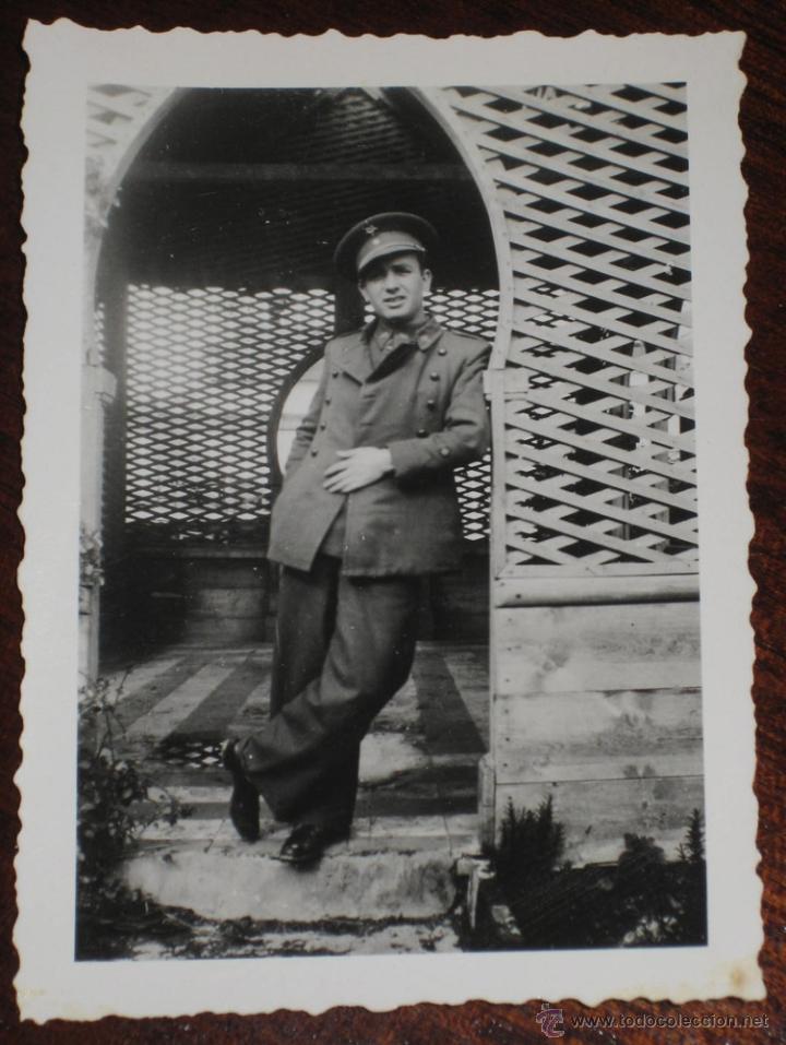 ANTIGUO FOTOGRAFIA DE OFICIAL ESPAÑOL - FOTO ROS - CEUTA - POSIBLEMENTE EN TETUAN, XAUEN - PROTECTOR (Militar - Fotografía Militar - Otros)