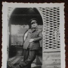 Militaria: ANTIGUO FOTOGRAFIA DE OFICIAL ESPAÑOL - FOTO ROS - CEUTA - POSIBLEMENTE EN TETUAN, XAUEN - PROTECTOR. Lote 38258743