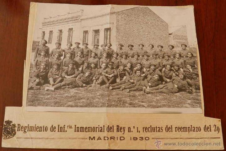 ANTIGUA FOTOGRAFIA DEL REGIMIENTO DE INFANTERIA INMEMORIAL DEL REY Nº 1, RECLUTAS DEL REEMPLAZO DEL (Militar - Fotografía Militar - Otros)