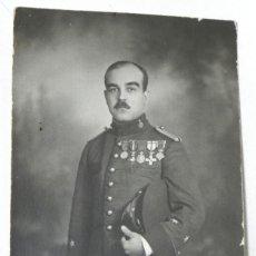 Militaria: ANTIGUA FOTOGRAFIA TENIENTE CONDECORADO DE ARTILLERIA DEL EJERCITO ESPAÑOL, EPOCA ALFONSO XIII, TAMA. Lote 38275688