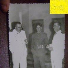 Militaria: FOTOGRAFÍA MILITAR. ÁFRICA. OFICIALES. C1959. Lote 39944097