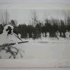 Militaria: RADIOFOTO DE LA II GUERRA MUNDIAL - SOLDADOS RUSOS ESPERAN EL PASO DE TREN ALEMAN - 1943. Lote 40501282
