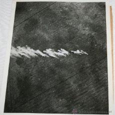 Militaria: BOMBARDEO - FOTO TOMADA DESDE AVION FRANCES ATACANTE - FOTOGRAFIA DE LA II GUERRA MUNDIAL. Lote 40519247
