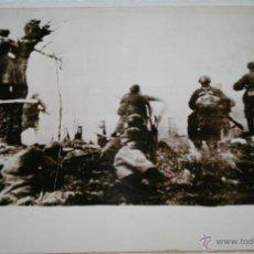 Militaria: ATAQUE RUSO SOBRE UN PUEBLO EN EL FRENTE OESTE - RADIOFOTO DE LA II GUERRA MUNDIAL. Lote 40520012