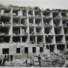 Militaria: EDIFICIO DESTRUIDO TRAS BOMBARDEO EN MOSCU - FOTOGRAFIA DE LA II GUERRA MUNDIAL. Lote 40531787