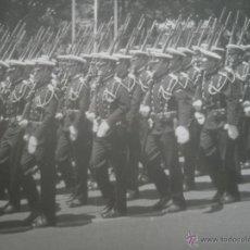 Militaria: FOTOGRAFÍA MARINEROS. DESFILE DE LA VICTORIA. Lote 40726279