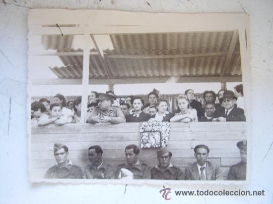GUERRA CIVIL: MILITARES Y FUERZAS VIVAS EN LOS TOROS. SEVILLA, 1939. (Militar - Fotografía Militar - Guerra Civil Española)