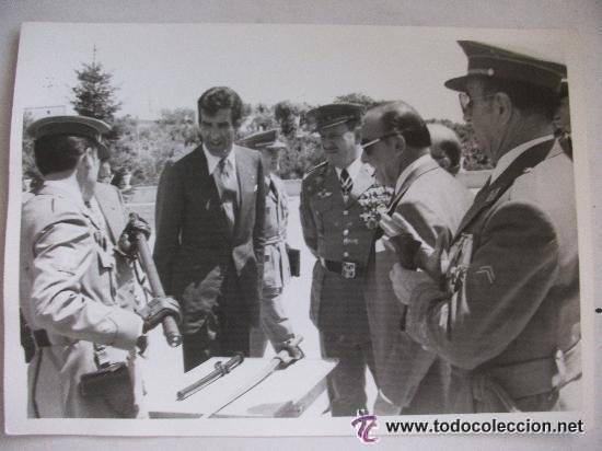 Militaria: CAPITAN POLICIA ARMADA CON MATERIAL ANTIDISTURBIOS : ROKISKI, CRUZ HIERRO , DIVISION AZUL, ETC.- - Foto 2 - 40793280
