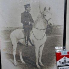 Militaria: GRAN FOTOGRAFIA DE OFICIAL DE CABALLERIA DESTINADO EN AVILES EPOCA DE ALFONSO XIII. Lote 40837124