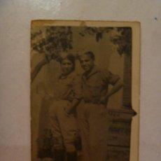 Militaria: GUERRA CIVIL : FOTO DE SOLDADO Y TIA VESTIDA DE MILITAR. Lote 41014118