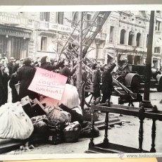 Militaria: FOTO ORIGINAL GUERRA CIVIL. BOMBARDEOS EN BARCELONA MARZO DE 1938. Nº 3. ROTULO UGT, BOMBEROS. Lote 41048138