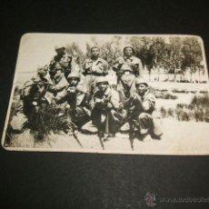 Militaria: NAVALPERAL DE PINARES AVILA GUERRA CIVIL GRUPO DE SOLDADOS NACIONALES TRAS LA ENTRADA EN EL PUEBLO . Lote 41182961