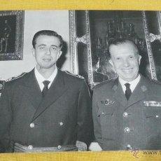 Militaria: CORONEL PILOTO EJERCITO AIRE ESPAÑOL, EPOCA FRANCO,CON FAMILIAR, ROKISKI, PASADOR MEDALLA. Lote 41247870