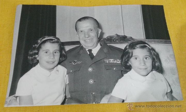 CORONEL PILOTO EJERCITO AIRE ESPAÑOL, EPOCA FRANCO,CON FAMILIAR, ROKISKI, PASADOR MEDALLA (Militar - Fotografía Militar - Otros)