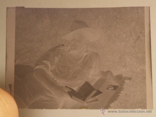 AVILA AERODROMO SOLDADO LEGION CONDOR LEYENDO NEGATIVO ORIGINAL GUERRA CIVIL (Militar - Fotografía Militar - Guerra Civil Española)