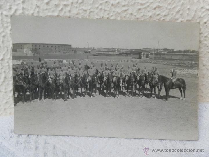 CABALLERÍA ESPAÑOLA. FORMACIÓN EN CABALLO. 1923. (Militar - Fotografía Militar - Otros)