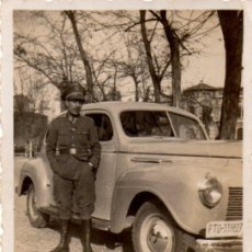 Militaria: SEVILLA, AÑOS 40-50, MILITAR JUNTO A COCHE OFICIAL,58X86MM. Lote 41659450