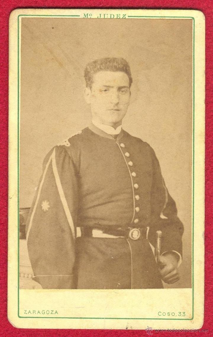 RETRATO, FOTOGRAFIA DE UN ALFEREZ ESPAÑOL CON UNIFORME DEL REGLAMENTO 1861, PERIODO DE ISABEL II. (Militar - Fotografía Militar - Otros)