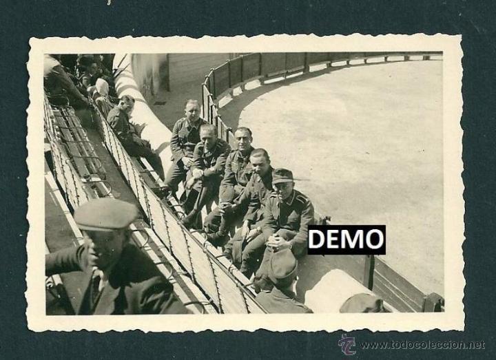10 FOTOGRAFIAS SOLDADOS ALEMANES EN FRANCIA VIENDO LOS TOROS - NIMES - WW2 (Militar - Fotografía Militar - II Guerra Mundial)