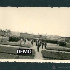 Militaria: 33 FOTOGRAFIAS SOLDADOS ALEMANES EN BARRACONES O CAMPO CONCENTRACIÓN - RDA - WW2. Lote 42503447