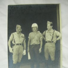 Militaria: FOTOGRAFIA MILITAR DE LA LEGION EN GARCIA ALDAVE, CEUTA 1962 - CAPITAN Y SARGENTO. Lote 42508661