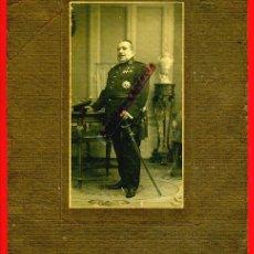 Militaria: FOTOGRAFIA MILITAR , FOTO MILITAR CON SABLE , Y CONDECORACIONES , ORIGINAL. Lote 42597389